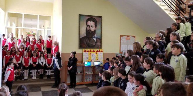"""НУ """"Хр. Ботев"""" чества Националния празник на България Трети март"""